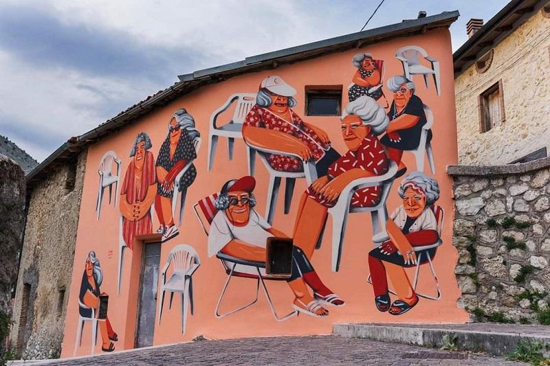 La pluripremiata pittrice spagnola Marina Capdevila ha completato la sua opera ad Aielli