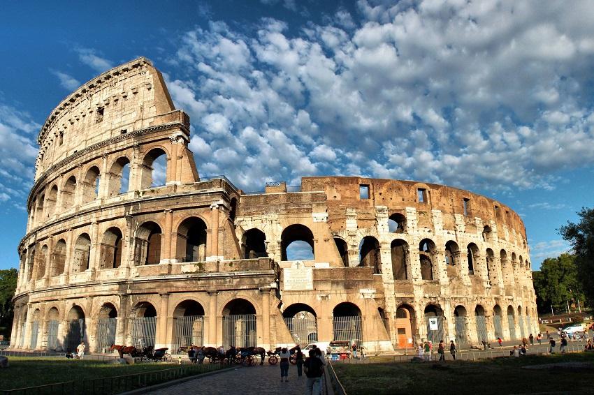 """Teatro in Piazza a Sante Marie con lo spettacolo """"Omaggio alla città di Roma"""""""