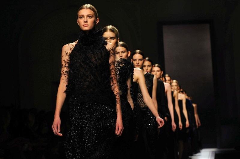 """Sfilata di moda della """"Millennium Fashion Tv"""" nella splendida cornice delle cascate del Parco Naturale La Sponga"""