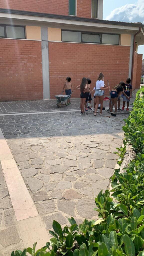 I giovanissimi di Antrosano ripuliscono alcune aree del paese