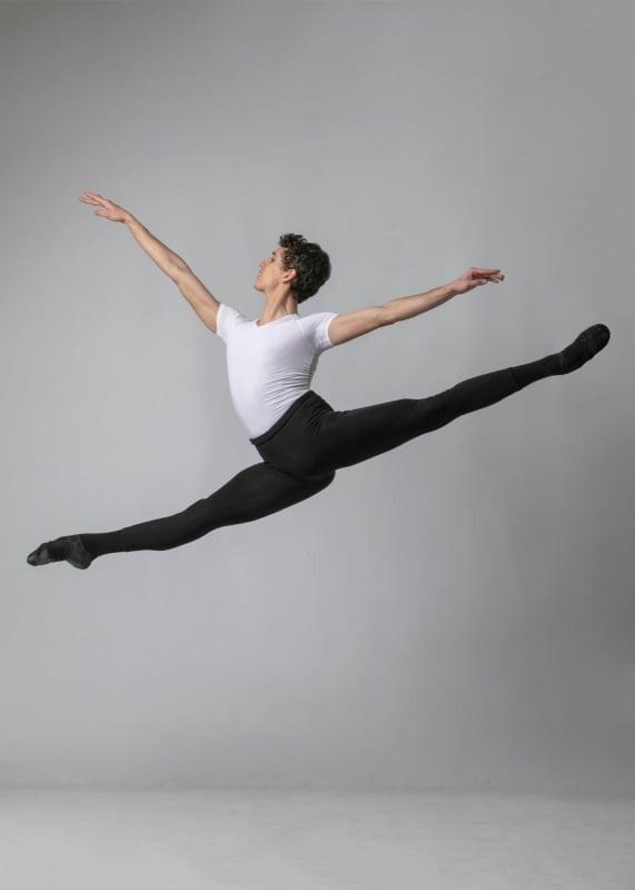 Il ballerino marsicano Gianvito Gomes nel balletto del Teatro dell'Opera di Parigi