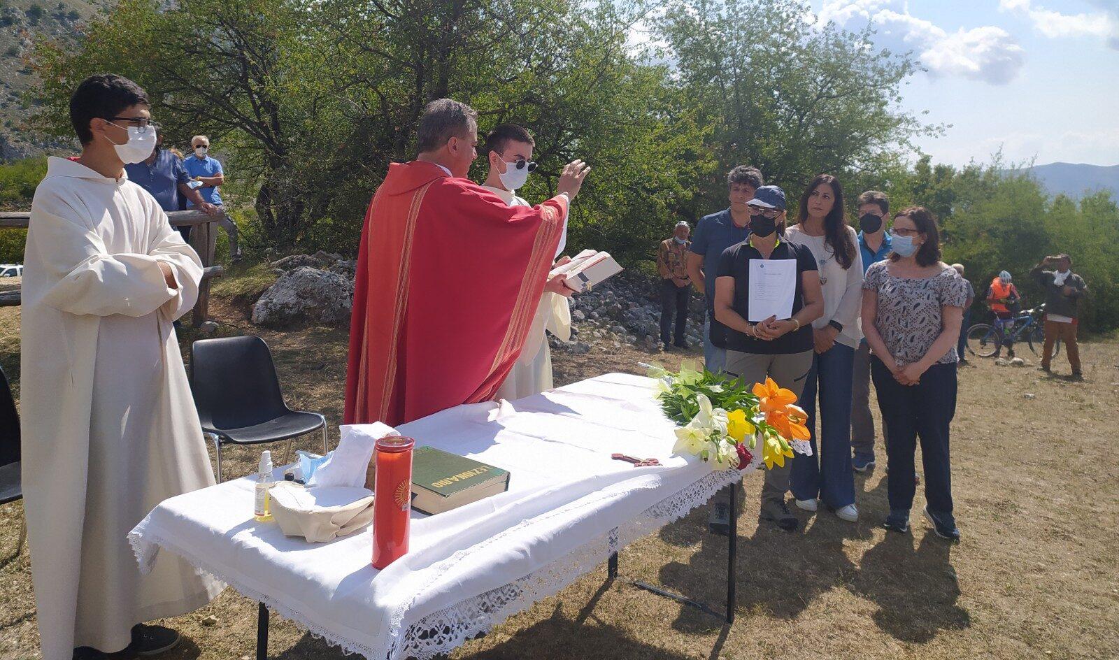 Una messa in onore dei 4 morti ai piedi del Monte Velino