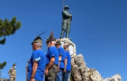 Il 9° Reggimento Alpini ad Ovindoli in ricordo dei concittadini caduti sui campi di battaglia