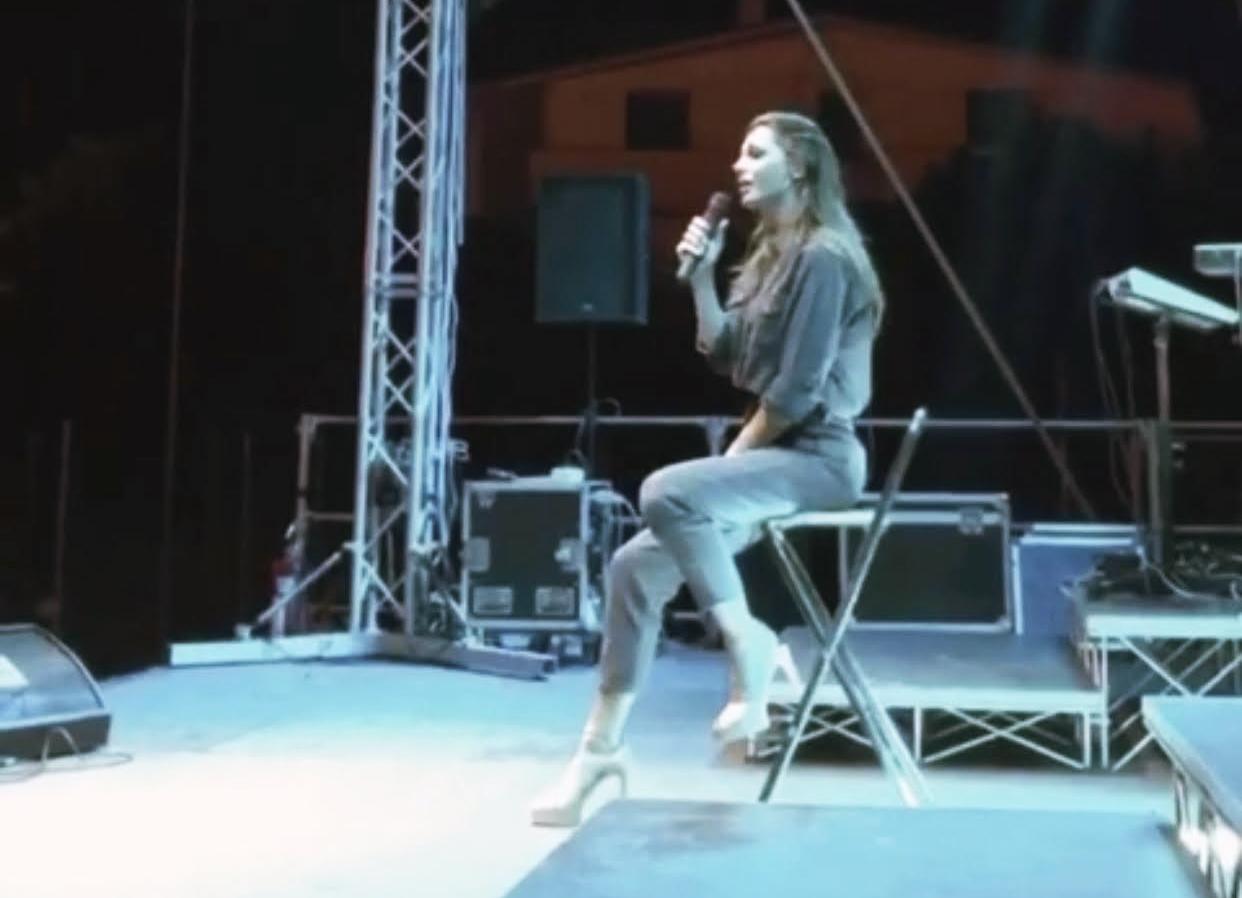 Anna Tatangelo incanta Casali D'Aschi