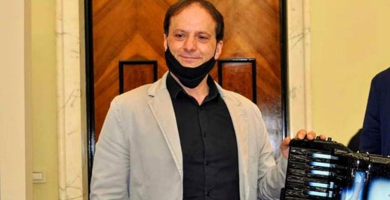 Il maestro prof. Danilo Murzilli incanta il pubblico di Cerchio con la sua fisarmonica