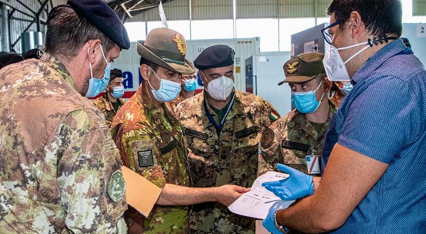 Campagna vaccinale a pieno regime: 70% di italiani vaccinati con la prima dose