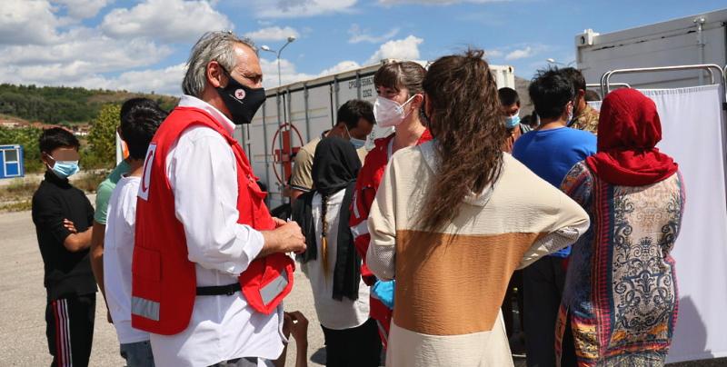 """Il Presidente della CRI Francesco Rocca visita i profughi afghani ad Avezzano: """"ho toccato con mano il dolore di questo popolo"""""""