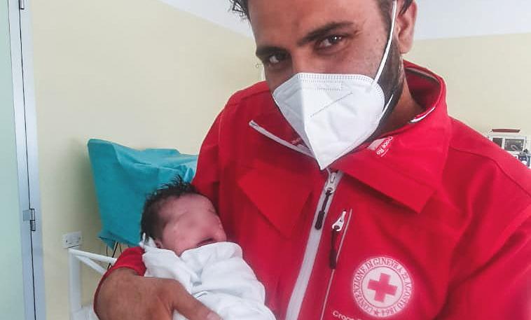 Dall'Afghanistan all'Abruzzo: è nata Hina, figlia di una donna fuggita dai talebani e accolta a Roccaraso