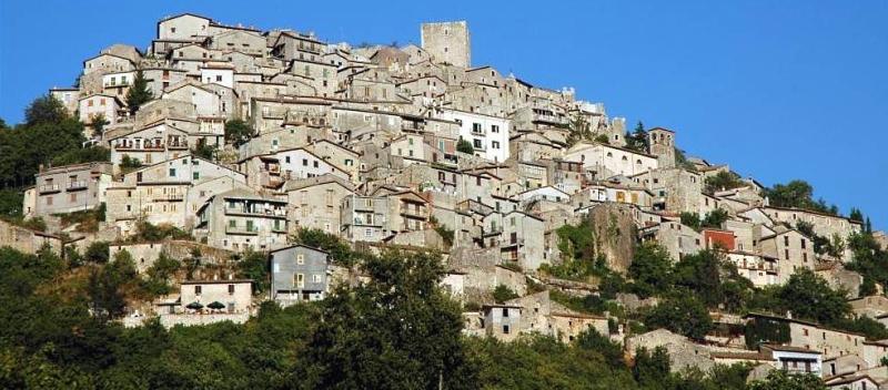 Istituita l'isola pedonale nel centro storico di Pereto dal 14 al 23 agosto