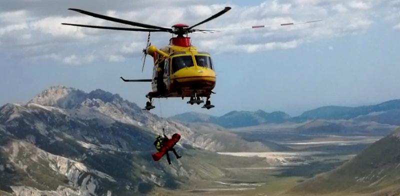 Sei interventi per il Soccorso Alpino sul Gran Sasso, grave una ragazza scivolata per 30 metri