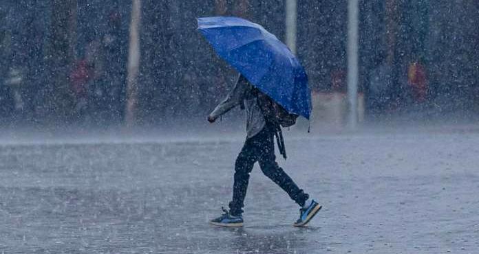 Per domani previsti in Abruzzo rovesci, temporali con locali grandinate