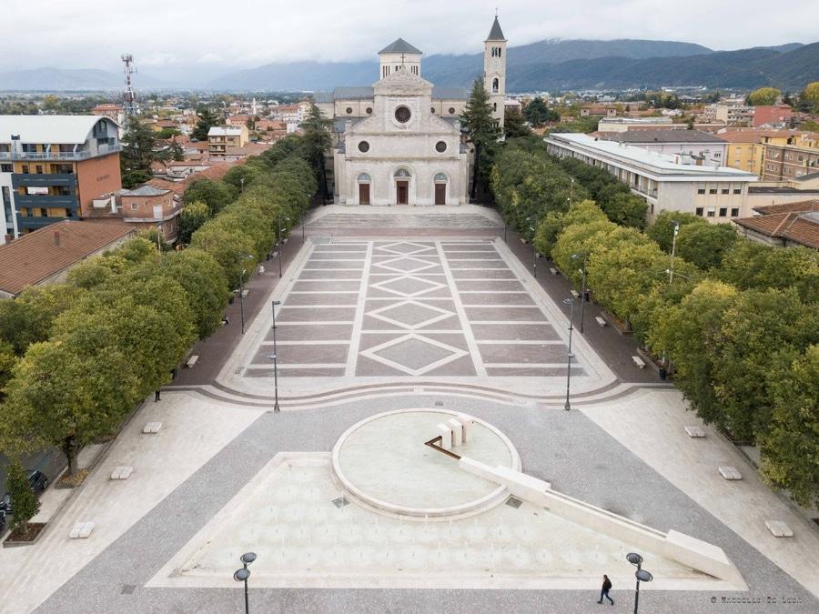 """Allegro moderato, centro città di Avezzano """"avvolto"""" dalla musica classica"""