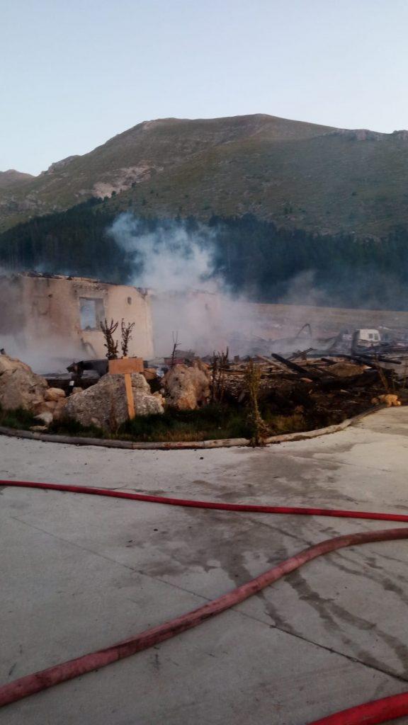 L'Aquila, incendio rifugio montano a Fonte Vetica