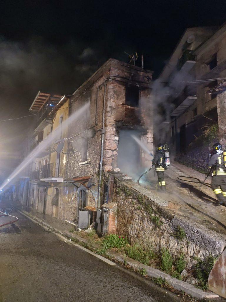 Incendio in un'abitazione, in azione i Vigili Del Fuoco di Avezzano
