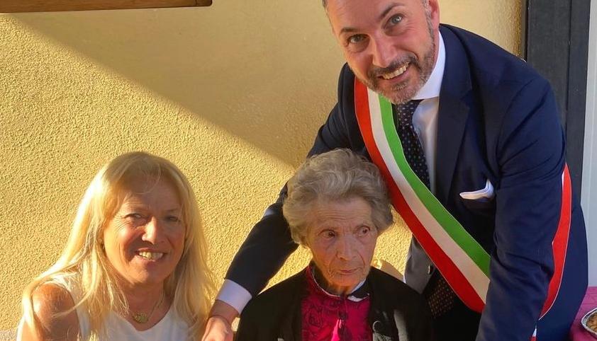 Nonna Annetta Valente di Villa San Sebastiano ha festeggiato 100 anni