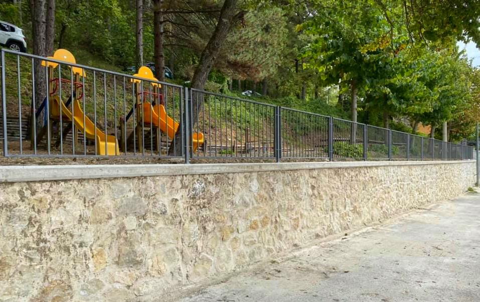 Realizzato e recuperato il muro di contenimento del parco giochi a Santo Stefano