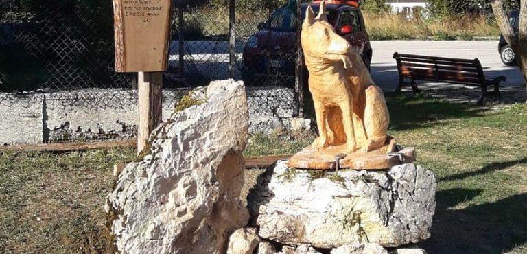 Rovere ricorda il cane Alba, una statua di legno per la mascotte del paese