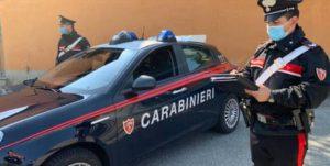 Compra bottiglie di birra con 50 euro falsi: denunciato un 46enne
