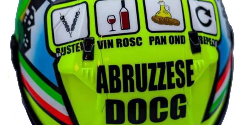 Abruzzese DOCG, sul casco del pilota Stefano Nepa una dedica all'Abruzzo