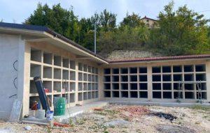In fase di esecuzione i lavori per la costruzione dei loculi nei cimiteri di Sante Marie e San Giovanni