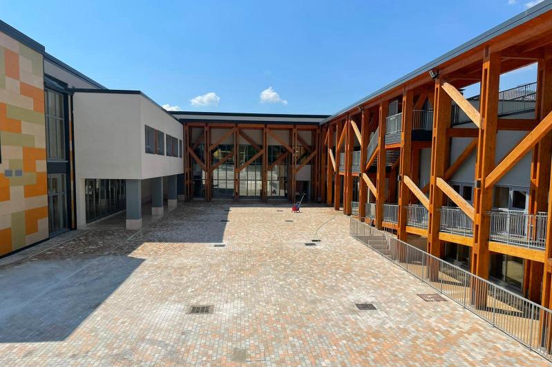 Scuola, Santilli smentisce le voci circolate sul rinvio dell'inizio delle lezioni alla D'Annunzio a causa dei lavori sul piazzale