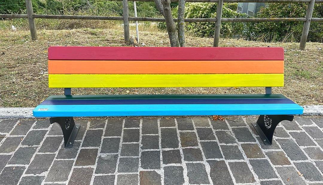 Inaugurate a Villavallelonga le panchine contro l'omotransfobia e contro la violenza sulle donne
