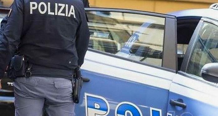 Violenze contro madre e sorella, la Polizia allontana da casa un 55enne tossicodipendente