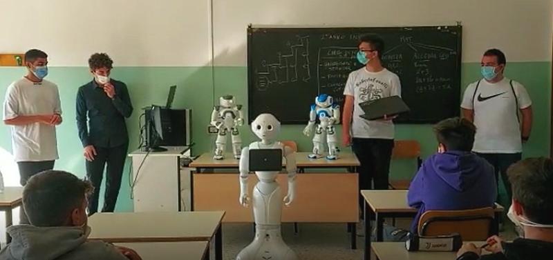 """Ci sono i robot ad accogliere i nuovi alunni dell'Istituto """"Ettore Majorana"""" di Avezzano"""