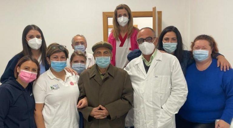 Terza dose di vaccino anti Covid a 100 anni per il marsicano Gino Rocco D'Amico