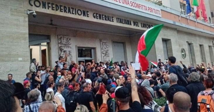 """Scioglimento di organizzazioni di stampo fascista: il centrodestra abruzzese dice """"no"""" ma condanna gli atti di violenza"""