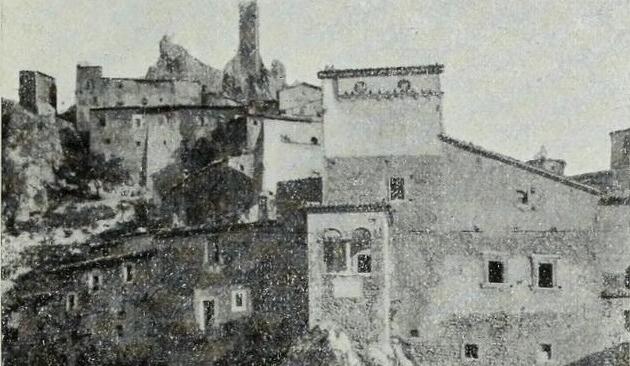 La casa natale del Cardinale Mazzarino, a Pescina, in una foto del Touring Club del 1910