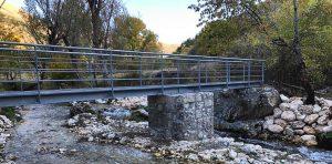 """Ricostruito il ponte delle femmine a Ortona dei Marsi ma non a tutti piace: """"sarebbe stato meglio di legno"""""""