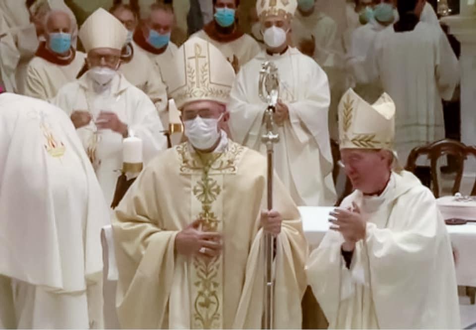 """Un fiume di gente accoglie il nuovo Vescovo dei Marsi: """"Sono già a casa"""", le sue prime parole nella Cattedrale di San Bartolomeo"""